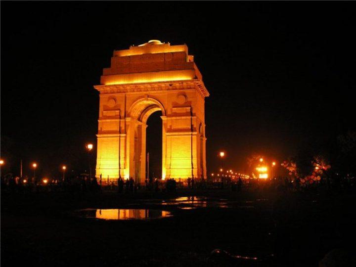 Мумбайские «Врата Индии» засияли