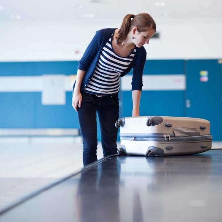 Едем в аэропорт на чемодане