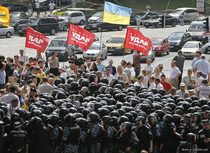 Массовые антиправительственные демонстрации в Киеве не отвернули российских туристов