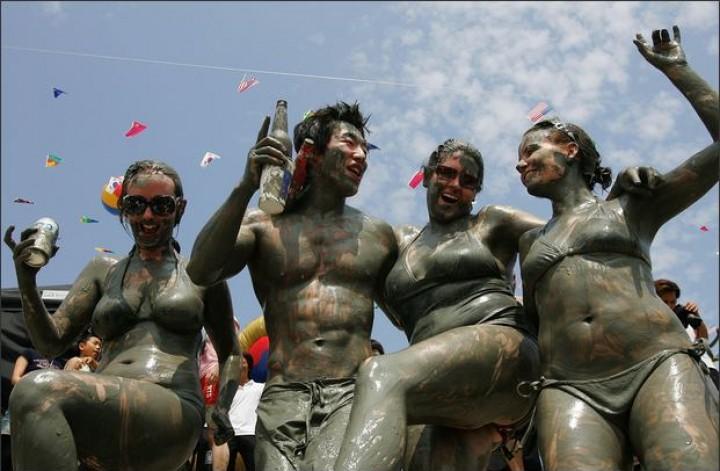 Фестиваль грязи в корейском городе Порён