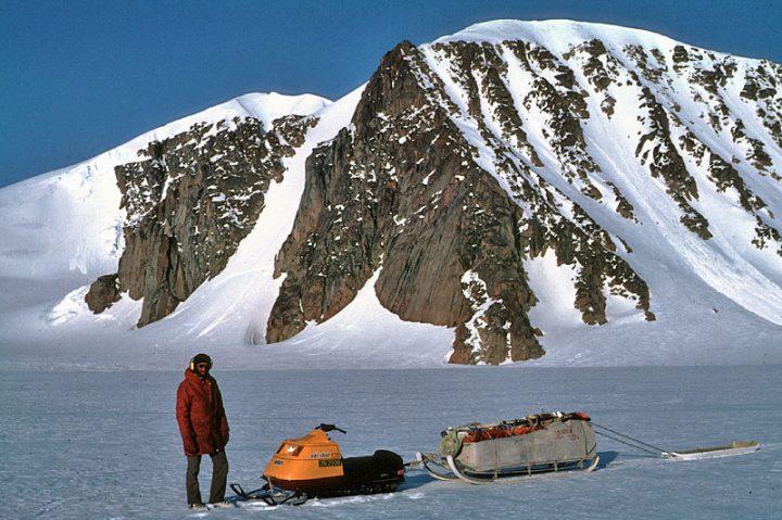 Турист решил покорить горы в шлепках