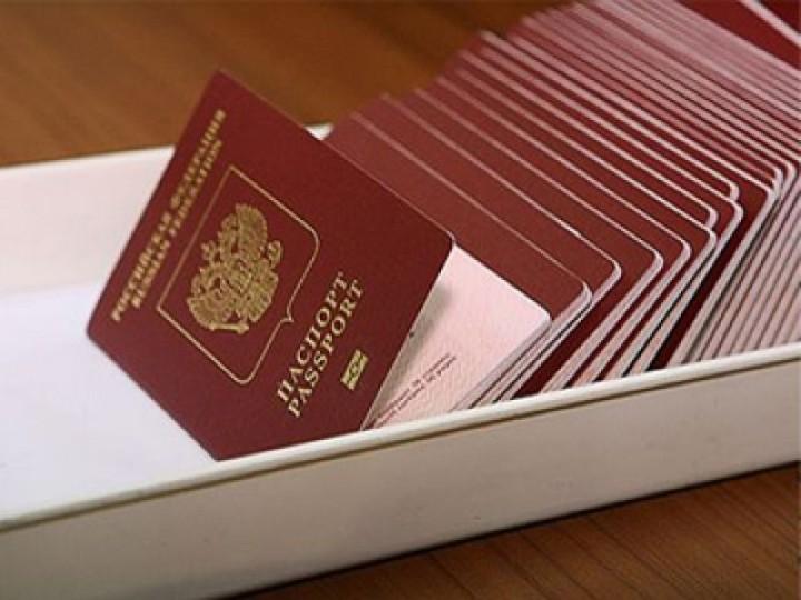 Загранпаспорта нового типа с отпечатками пальцев получили более 3 тысяч москвичей