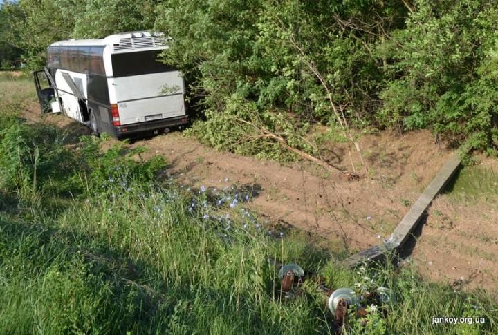 Туристический автобус попал в аварию