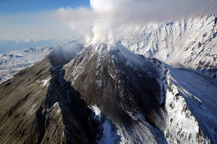 Камчатcкое извержение вулкана привлекает туристов