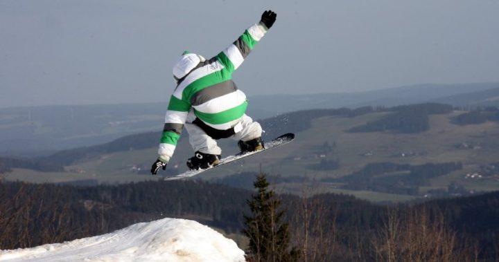 Все больше горнолыжников носят защитные шлемы