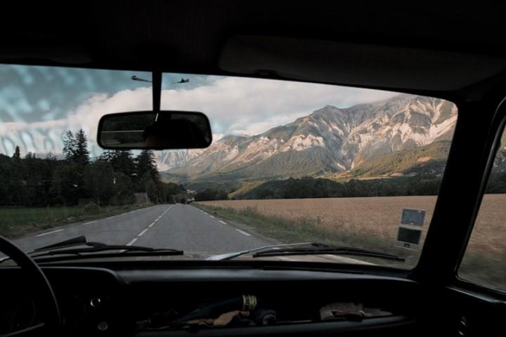 Поездка по дорогам Франции на классическом BMW 1602
