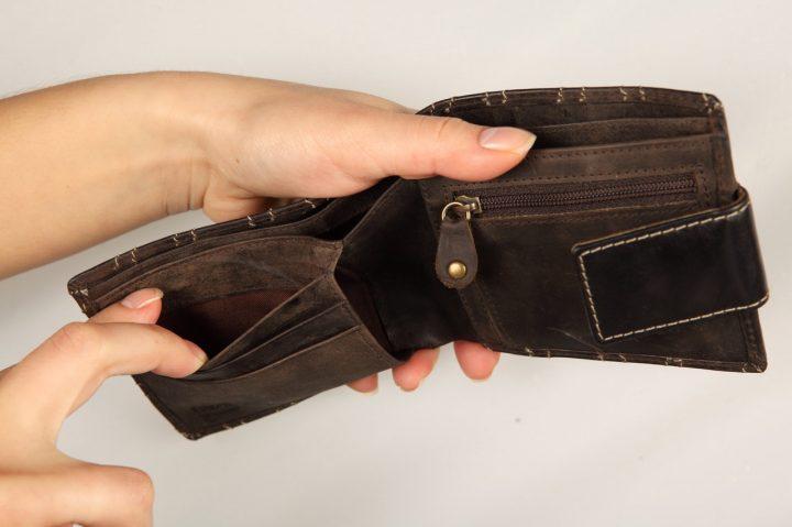 Как проверить долги перед поездкой за границу