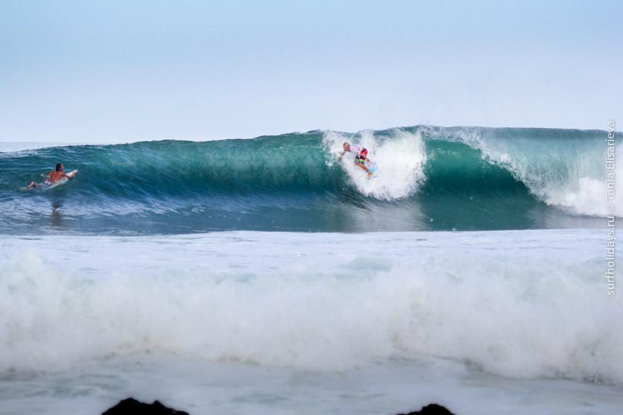 На эквадорском пляже стартовал финал латиноамериканского турнира по серфингу