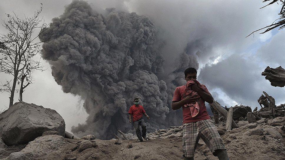 Извержение вулкана на Суматре